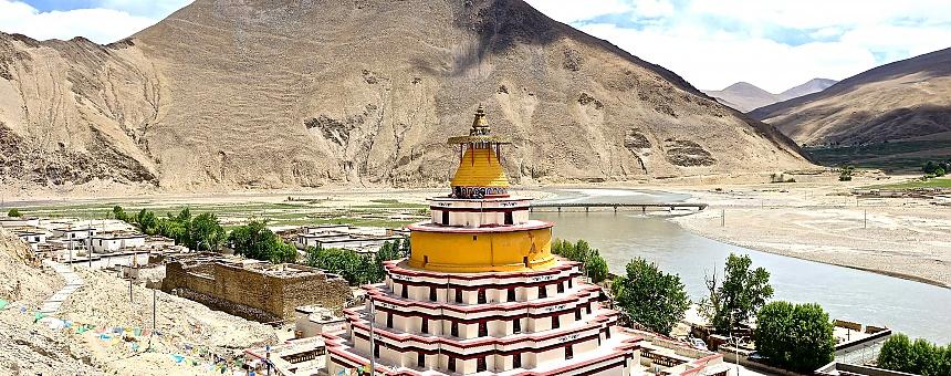 chung riwoche stupa
